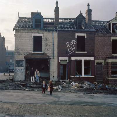 Ausstellung Facing Britain (C)Peter-Mitchell,-Rave-On,-Elford-Place,-Leeds,-1983